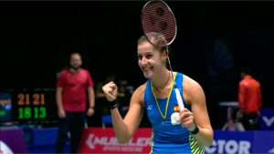 Carolina Marín celebra su triunfo nada más concluir el partido ante Chen Yufei. / Foto: Captura TV.