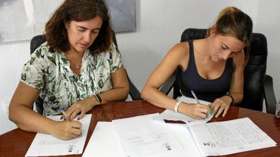 Aljaraque firma un convenio de colaboración con APAC para potenciar la defensa y protección de los animales