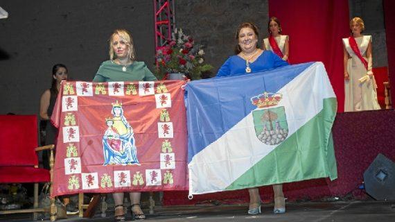 Emotivo hermanamiento entre Niebla y El Almendro con intercambio de banderas