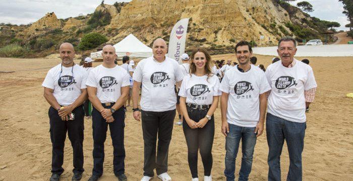 Un centenar de voluntarios se suman al World Cleanup Day en Mazagón