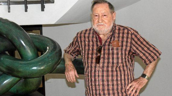 El artista Antonio Gálvez presenta su exposición 'Mis amigos cabezones' en Huelva