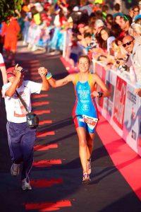 María Jesús Sierra, concluyendo su participación en el Ironman de Lanzarote en 2015.