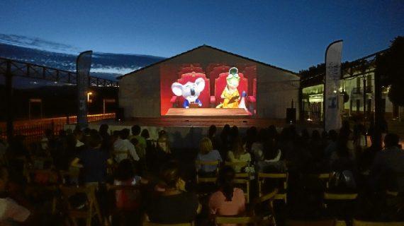 Medio centenar de municipios onubenses han disfrutado de cine al aire libre durante este verano