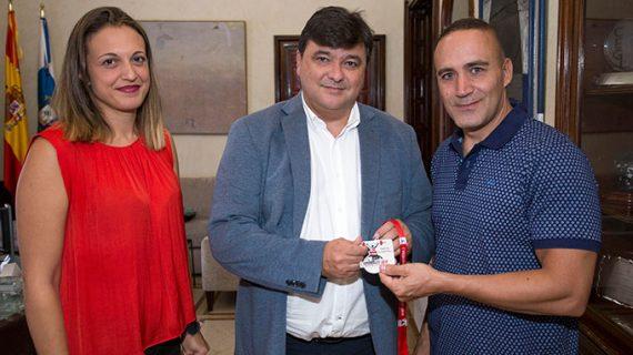Recepción en el Ayuntamiento de Huelva a David Dos Rey, subcampeón del mundo Máster de halterofilia