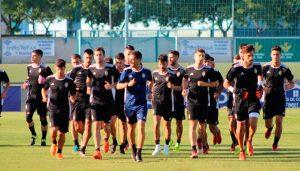 Los recreativistas ultiman los detalles para el partido del domingo ante el UCAM Murcia. / Foto: @recreoficial.