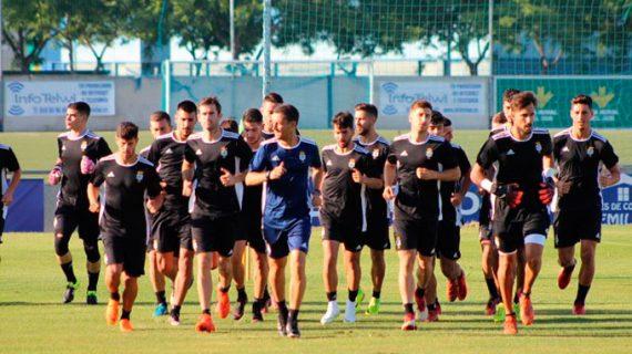 Salmerón hace grupo, no da pistas y convoca a todo el plantel para el partido ante el UCAM Murcia