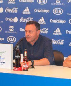 José María Salmerón, entrenador del Recreativo, durante la rueda de prensa de este viernes. / Foto: @recreoficial.