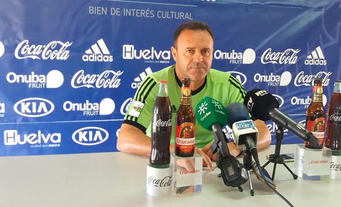 José María Salmerón, durante la rueda de prensa en la Ciudad Deportiva del Decano, en la previa al partido con el UCAM Murcia. / Foto: @recreoficial.