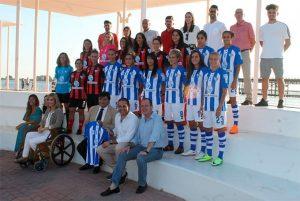 Presencia institucional en la presentación oficial del Sporting Puerto de Huelva.