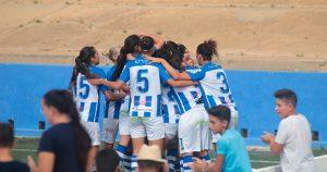 Las jugadoras del Sporting Puerto de Huelva celebran su gol. / Foto: www.lfp.es.