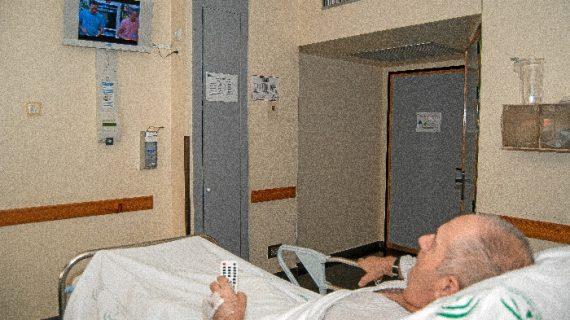El Hospital Juan Ramón Jiménez incorpora el servicio de televisión gratuita en sus habitaciones