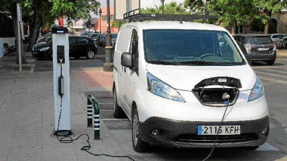 La Palma cuenta con el primer punto de recarga para vehículos eléctricos