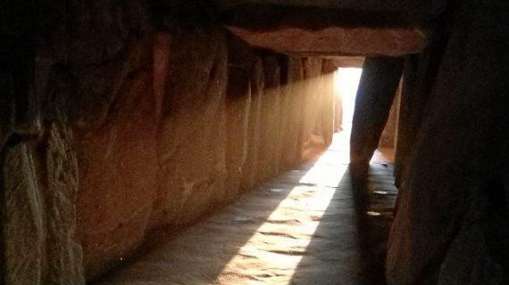 El Dolmen de Soto celebra un año más 'El Milagro del sol'