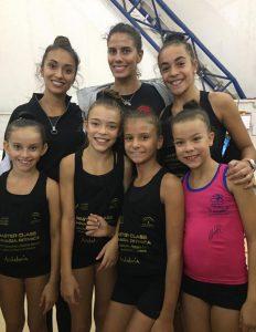 Lucía, María, Jezabel, Yolanda y Clara, con la subcampeona olímpica, Lourdes Mohedano, y Natalia-García.