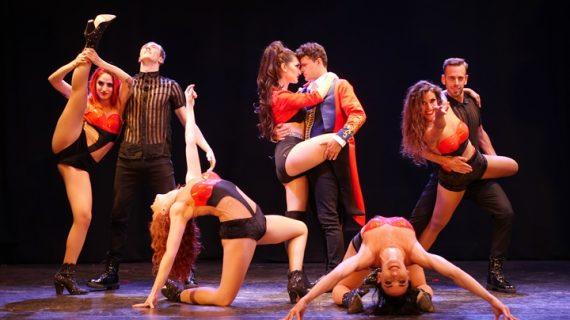 Las cocheras de Puerto se visten de cabaret con el musical 'El Molino Rojo'