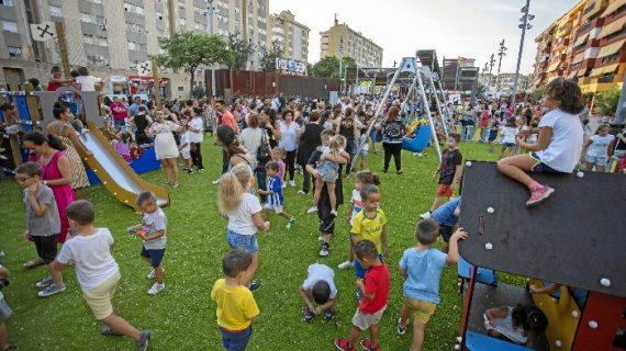 Habilitado un nuevo parque infantil y un circuito biosaludable en la Plaza de la avenida Galaroza