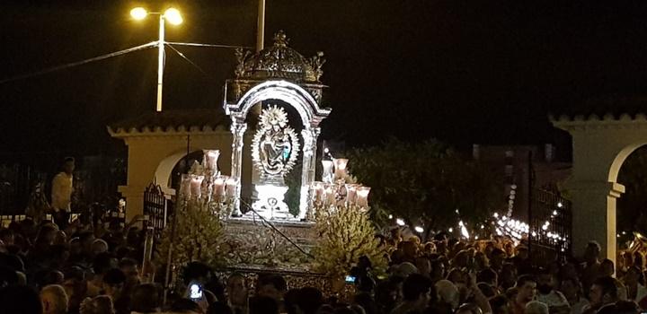La Virgen Chiquita sube a su Santuario arropada por una multitud de onubenses