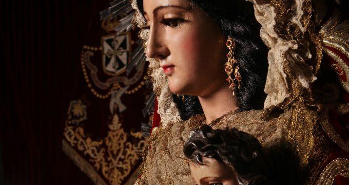 La Virgen del Rosario procesiona este domingo por Hinojos