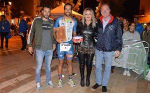 Antes de la salida, se le hizo un reconocimiento a Emilio Martín, por su trayectoria deportiva y por su participación en la prueba sanjuanera.