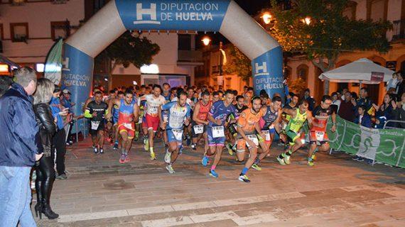 Emilio Martín y Miguel Ángel Contreras brindan un gran espectáculo en el I Duatlón Nocturno de San Juan del Puerto