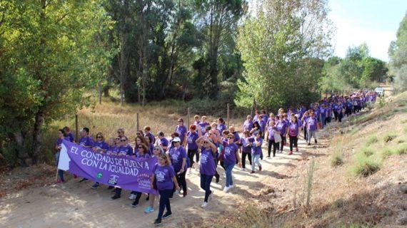 Las vecinas del Condado se unen en una marcha por la igualdad