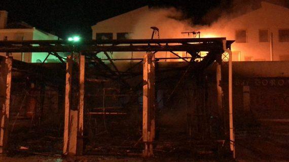 La tranquilidad regresa a Matalascañas tras el incendio de un establecimiento en la zona de Caño Guerrero