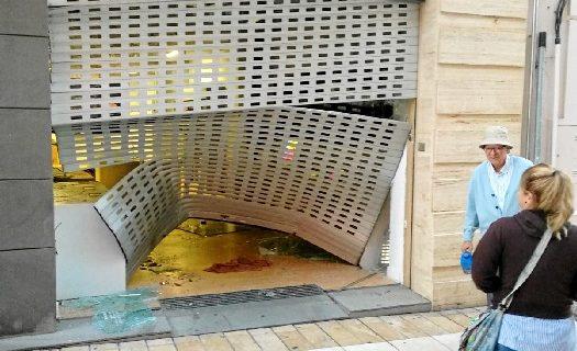 La Policía Nacional investiga un robo por alunizaje registrado esta noche en la tienda de Apple del centro de Huelva