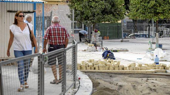 Las obras de peatonalización del Molino de la Vega y El Higueral encaran su recta final