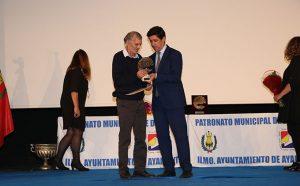 El veterano atleta Julio Fernández fue reconocido con el premio a la Excelencia Deportiva.