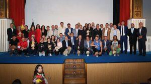 Foto de familia de los premiados en la XXII Gala del Deporte de Ayamonte.