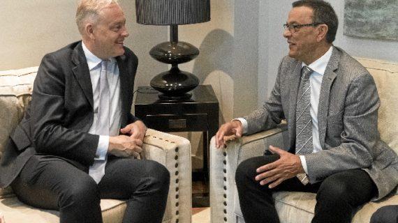 El embajador británico en España, Simon Manley, visita Huelva