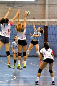 Comenzó la temporada para las chicas del DJA '75 de Ayamonte. / Foto: J. L. Rúa.