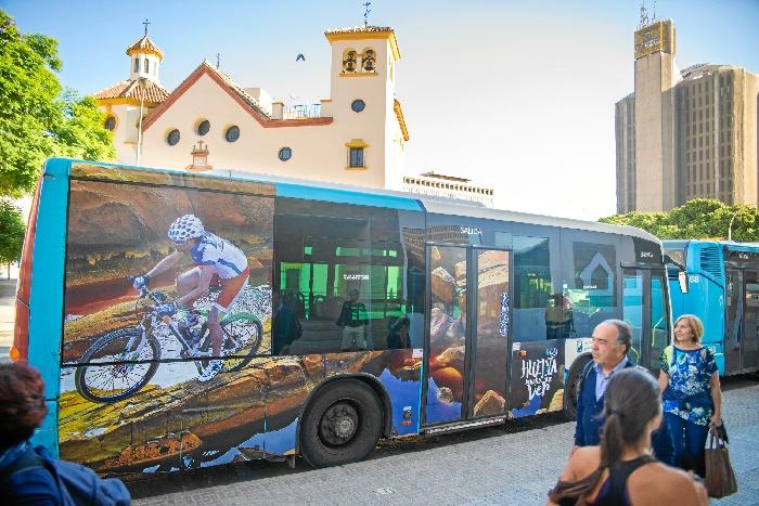 El Destino Huelva se promociona durante estos días en autobuses y centros comerciales de Málaga