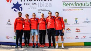 Componentes del equipo español de duatlón cross, en sus diferentes categorías, que participan en el Europeo de Ibiza.