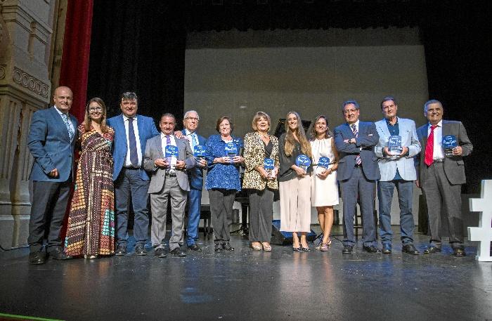 Multitudinario homenaje a los 'Buena Gente de Huelva'