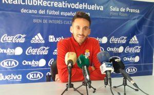Iago Díaz compareció ante los medios este miércoles en la Ciudad Deportiva del Decano. / Foto: @recreoficial.