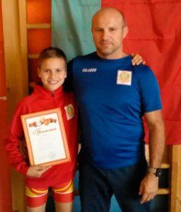 Javier y Veaceslav Cepeleaga, tras el triunfo del primero en el Torneo Internacional de Lida. / Foto: @luchaelcampeon.