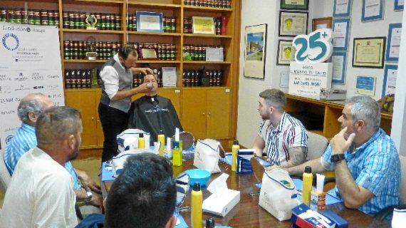 El Hospital Juan Ramón Jiménez acoge el primer taller nacional de cosmética masculina