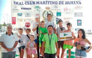 Los ganadores de los primeros concursos de pesca con motivo de la festividad de la Virgen del Pilar.
