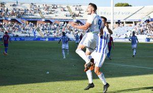 Caye Quintana celebra el gol tempranero que anotó ante el Jumilla. / Foto: Pablo Sayago.