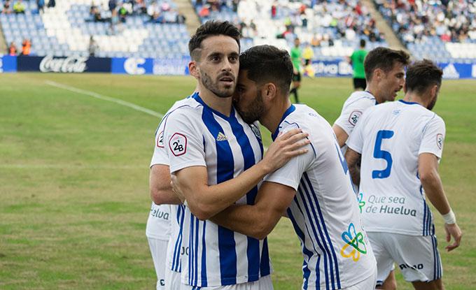 Seguir ganando partidos para optar a los puestos de promoción, objetivo del Recre ante el San Fernando. / Foto: Pablo Sayago.