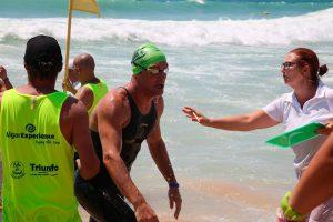 El nadador onubense en el momento de llegar a la meta en una de las pruebas que disputó.