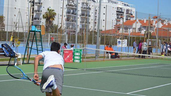 Un total de 50 jugadores van a disputar el III Torneo de Tenis 'Laguna de El Portil'
