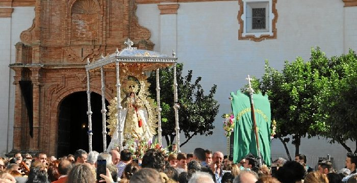 Espectacular traslado de la Virgen de Montemayor en un frío domingo de otoño