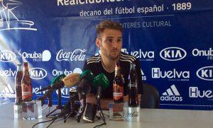 Tropi, centrocampista del Recre, durante la rueda de prensa. / Foto: @recreoficial.