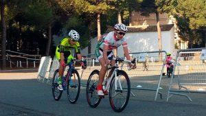 Un momento de la prueba ciclista que tuvo lugar en Hinojos.