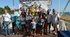 Los ganadores de la prueba náutica celebrada en el Real Club Marítimo de Huelva.