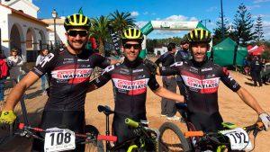 El podio Élite masculino lo formaron los hermanos Macías, José Carlos -ganador-, y Francisco Javier -segundo-, y Antonio David Villegas.