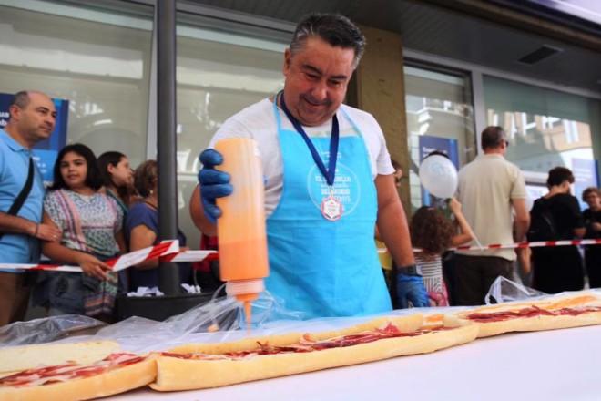 Lebrija quiere quitarle a Huelva el Récord Guinnes del bocadillo de jamón más grande del mundo