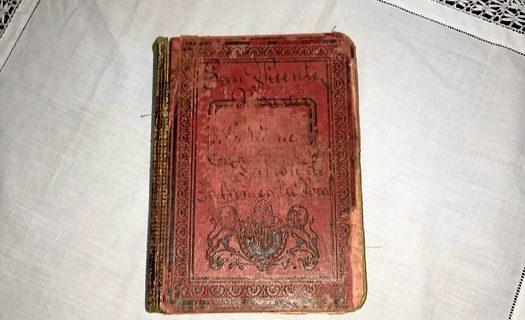 La Hermandad de San Vicente de Zalamea recupera un antiguo libro de cuentas
